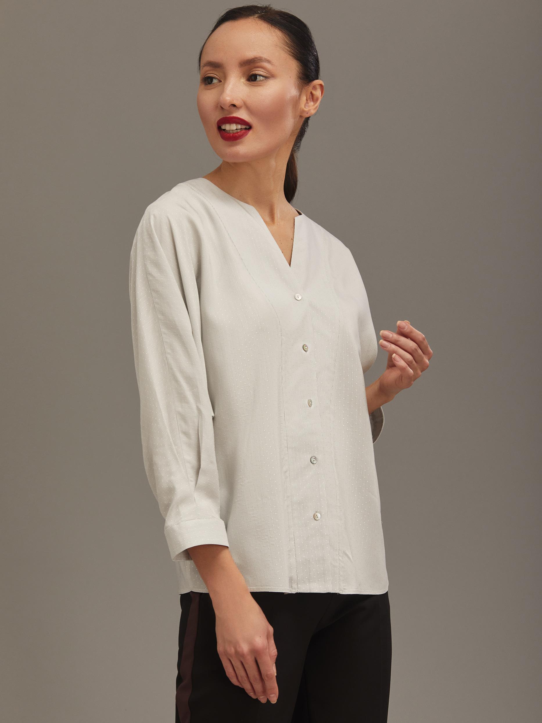 Блуза с фигурным вырезом фото