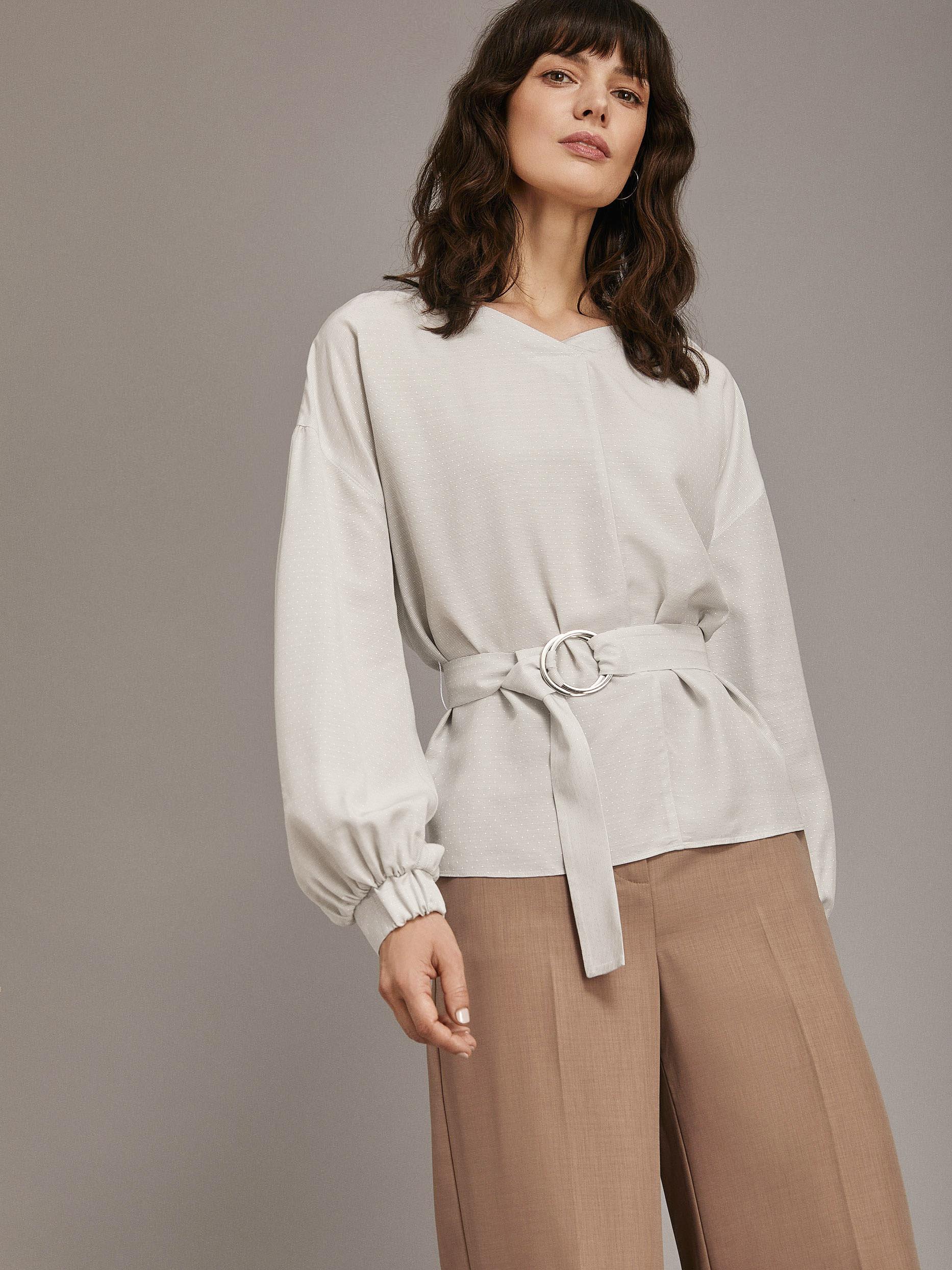 Блуза с объемными рукавами и поясом фото