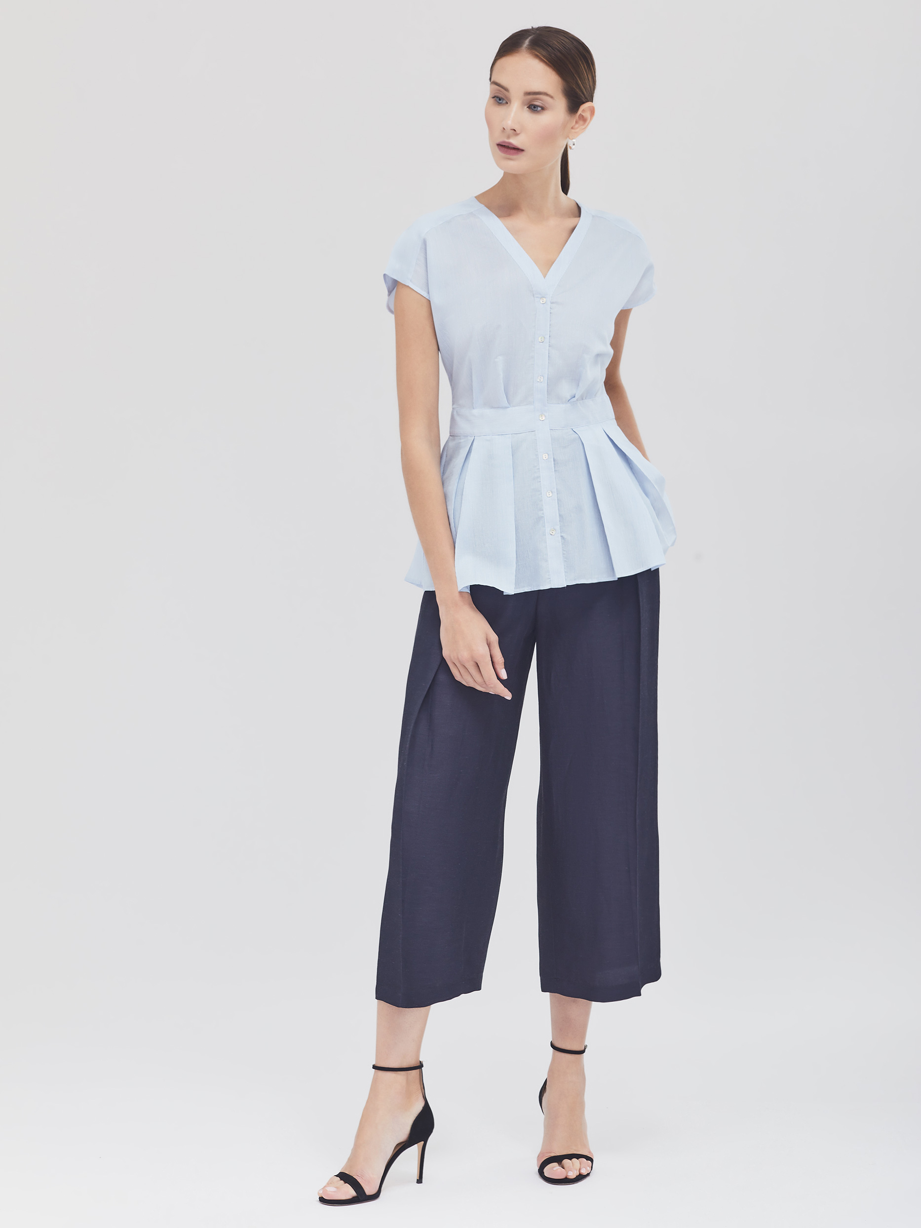 Блуза в тонкую полоску с баской фото